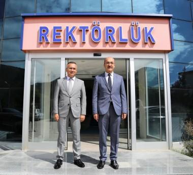 Rize Valisi Kemal Çeber'den Rektörümüze Ziyaret